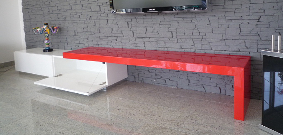 Rotes Sideboard
